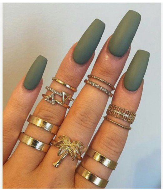 amyj9i-l-610x610-nail+polish-color-nails-nail+accessories-green-army+green-gold+ring-gold-rings+tings-knuckle+ring-ring-accessories.jpg (523×610)