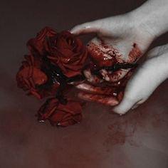 weißi roti blut schmetterling hand | Fotografie | Pinterest | Blood, Gore aesthetic and Art
