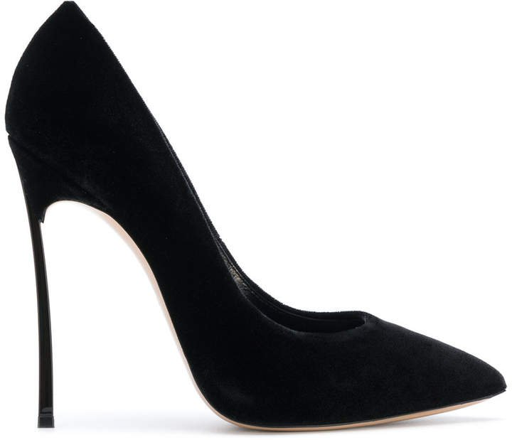 classic pointed pumps