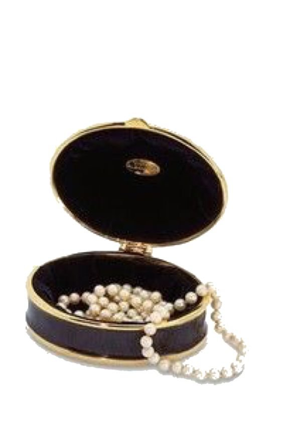 Compact with pearls