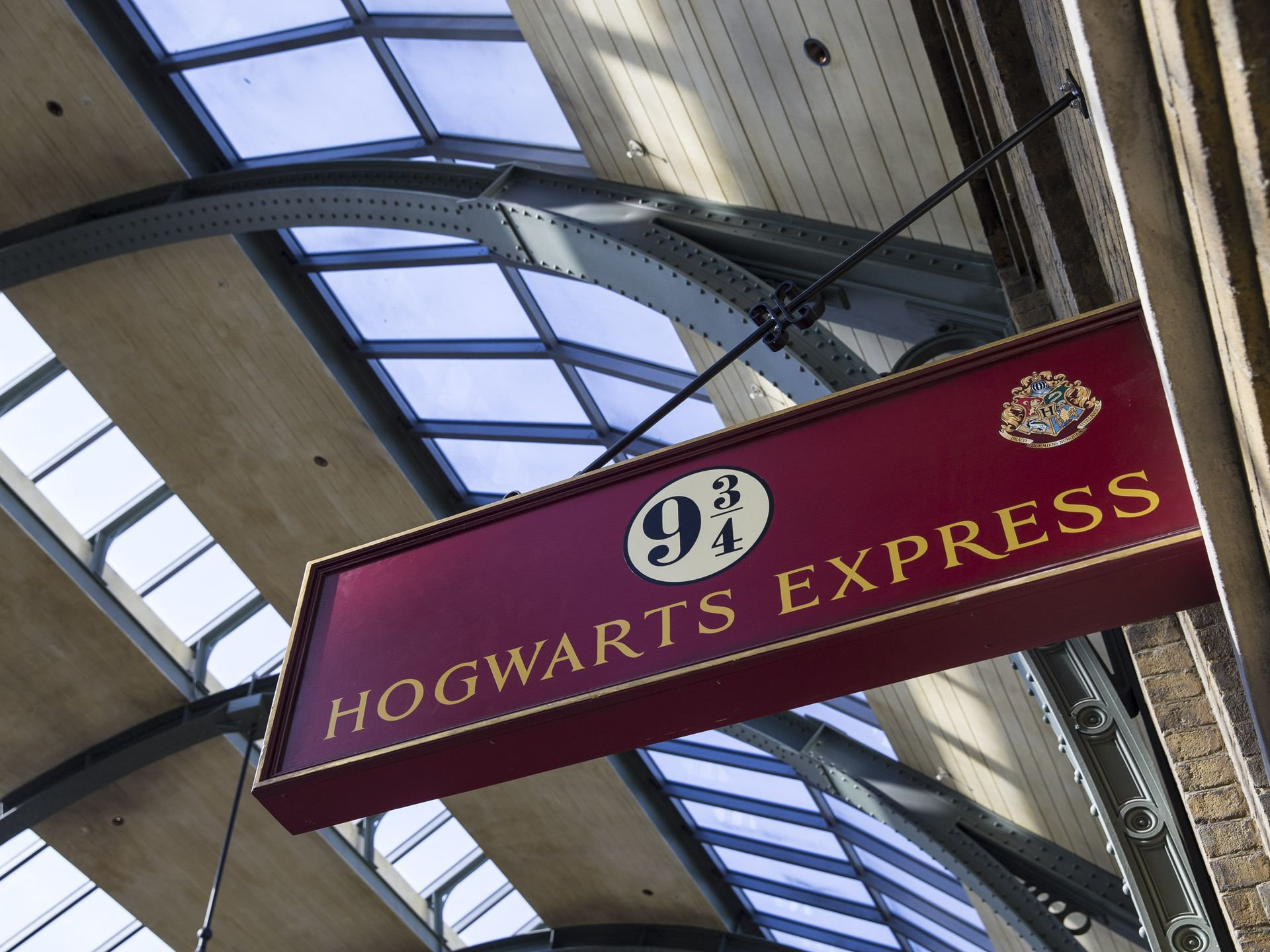 Hogwarts Express 9 and three quarters sign | Harry Potter