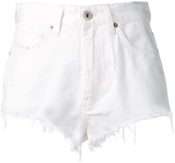 frayed shorts in denim