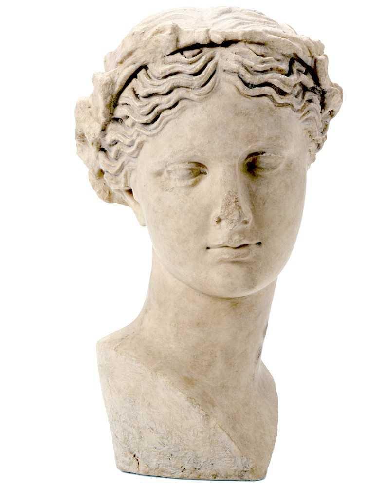 statue of thalia