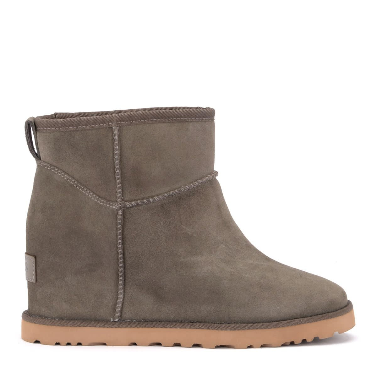 Ugg Classic Femme Mini Ankle Boot In Gray In Sheepskin And Suede