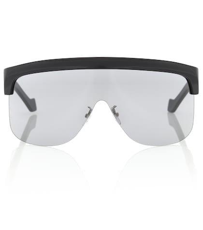Show sunglasses