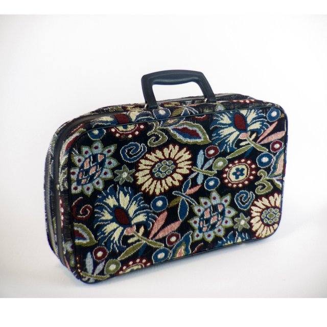 Vintage floral carpetbag suitcase. Black handle and accents, - Depop