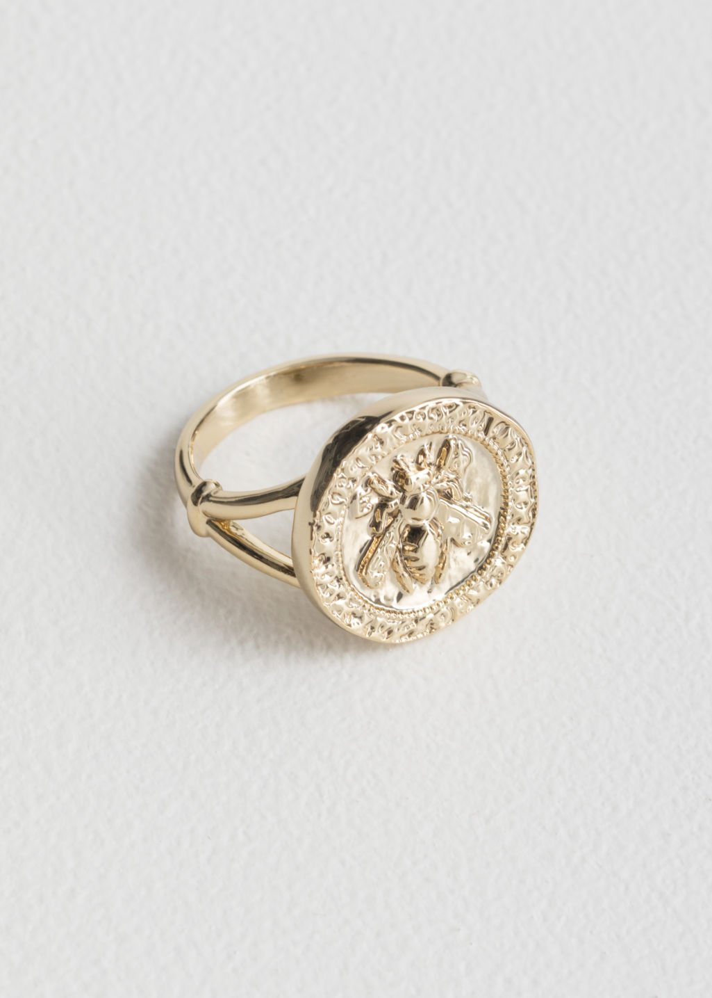 Bee Embossed Pendant Ring - Gold - Rings - & Other Stories
