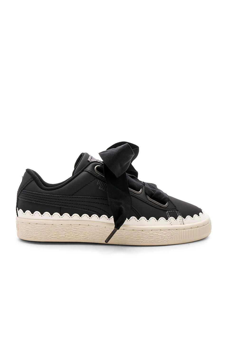 Basket Heart Scallop Sneaker