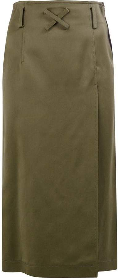label patch straight skirt