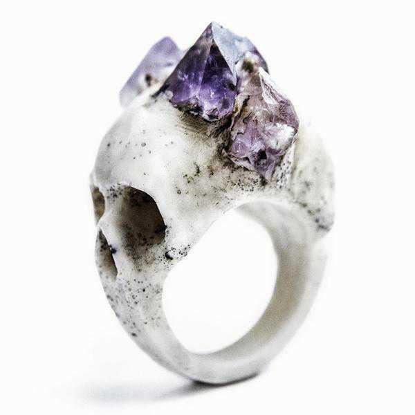 Raven skull ring macabre gadgets