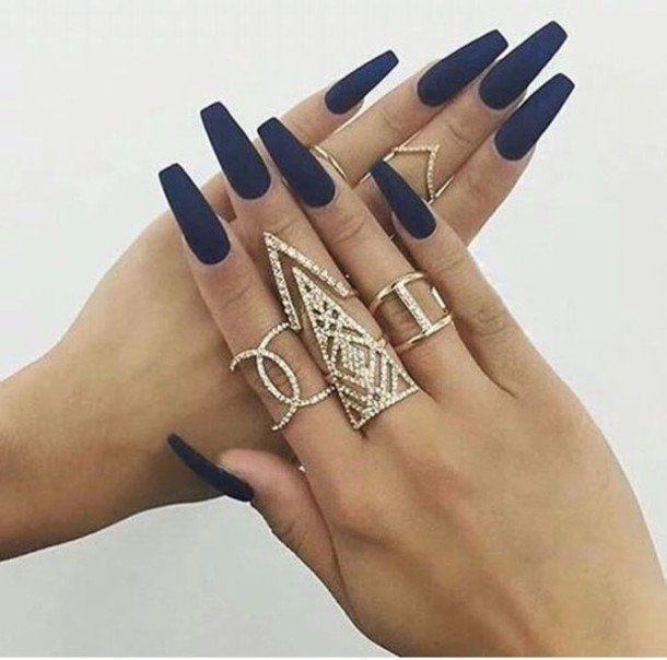 jhcmsp-l-610x610-jewels-gold-jewelry-rings-style-nail+polish-swag-trendy-knuckle+ring-ring-rings+tings-gold+ring-ring+stack-dimonds-silver-jewlery-black-colours-balerina+nails-royal+blue-nails-matt.jpg (610×604)