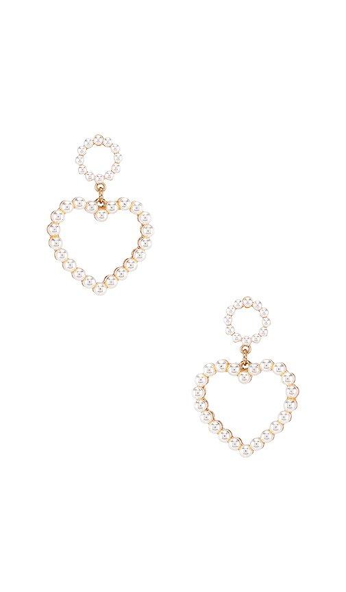 Ettika Heart Pearl Earring in Pearl & Gold | REVOLVE
