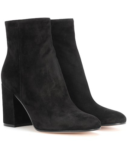 Rolling suede ankle boots