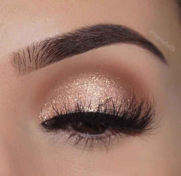 Beautiful-eyeshadow-gold-look-with-whispy-eyelashes-Best-bridal-makeup-looks.jpg (636×617)