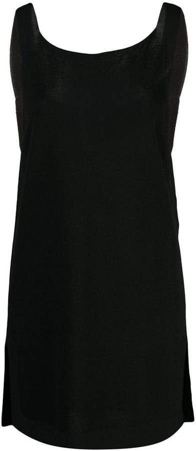 D.Exterior classic sleeveless top