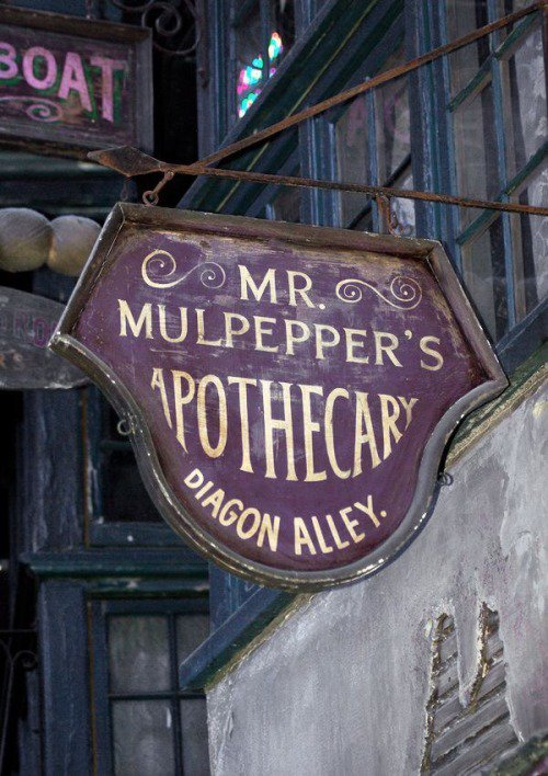 Diagon Alley mr Mulpepper's Apothecary | Harry Potter