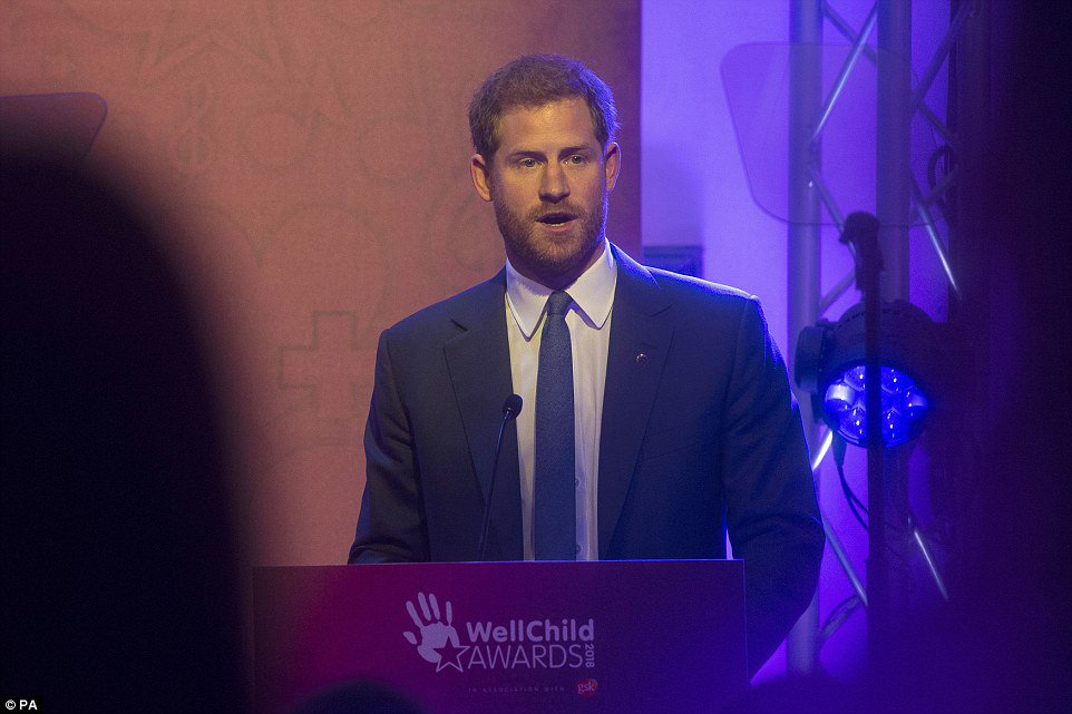 Prince Harry and Meghan Markle arrive at WellChild Awards in London | Daily Mail Online