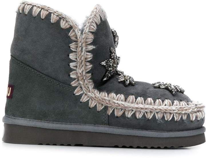star embellished Eskimo boots