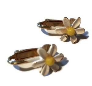 Sweetest Dainty Daisy Clip Earrings circa 1940s – Dorothea's Closet Vintage